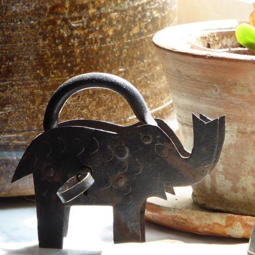 elephant castle close