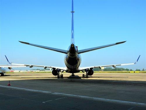 embraer  emb 195  e-jet