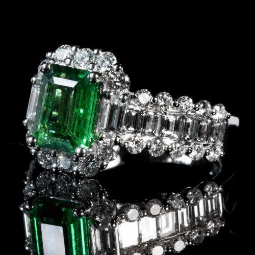 emerald ring luxury