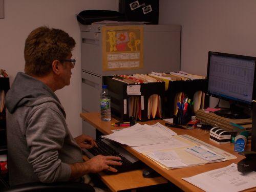 employee accountant work