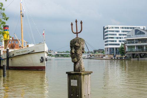 empty port east frisia