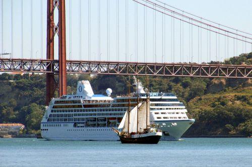 encounter ships bridge