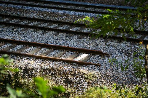 end rails train