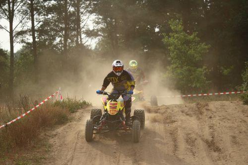 enduro,kirsti,quad,Quad race,motorsportas,motokroso,motociklas,motokroso važiavimas,motociklų sportas,smėlis,dulkės
