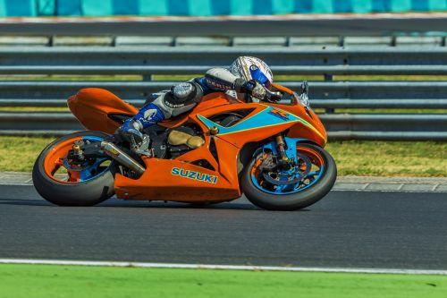 variklis,Motociklų lenktynės,greitai,greitis,lenktynės,lenktynės,sportas,galia,motociklas,motociklų lenktynės,transporto priemonė,lenkti,eik vienodai