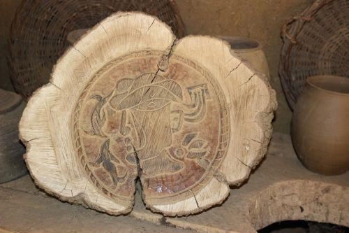 engraving wood ancient sculptures