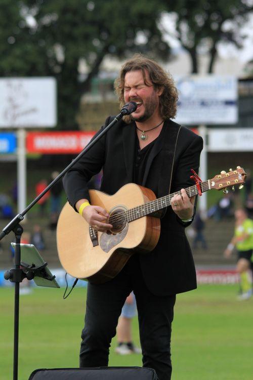 entertainer musician performance