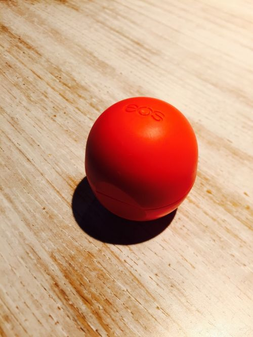 eos lip balm red