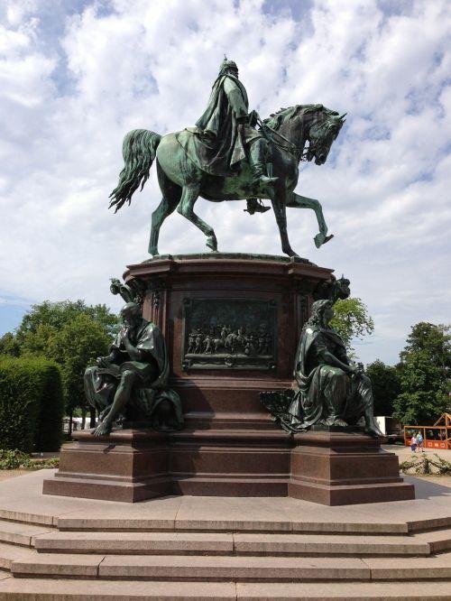 equestrian statue statue bronze