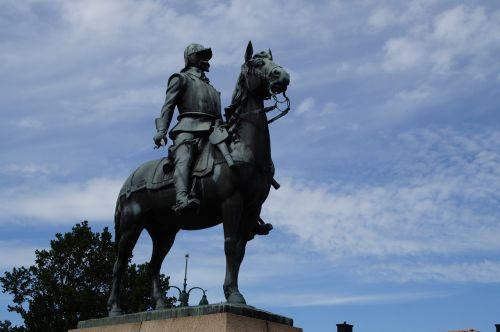 equestrian statue horse reiter