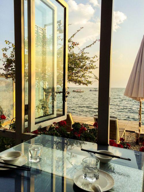 erhai lake window sill dinner
