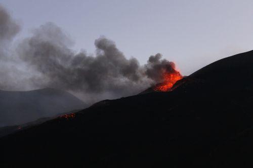eruption etna explosion