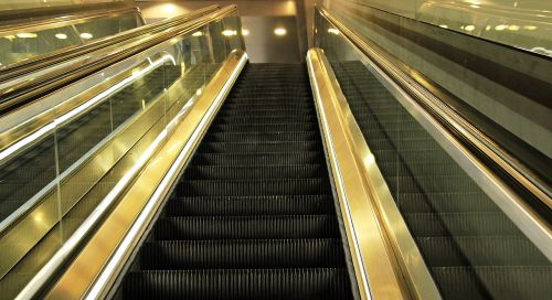escalator mirroring upward