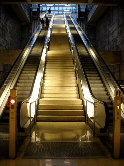 escalator moving machine