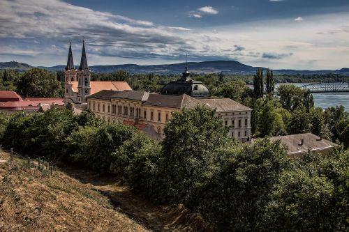 esztergom hungary church