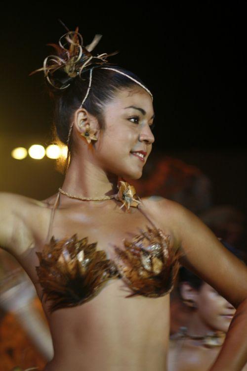 ethnic dancing women