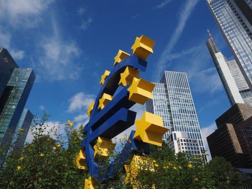 euro-sculpture euro sign artwork