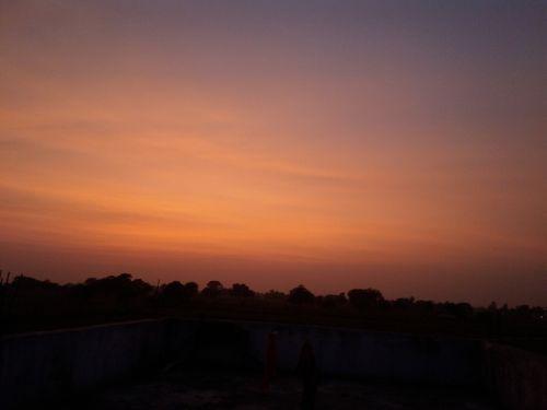 evening dark sun sets
