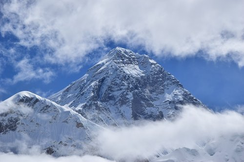 everest  trekking  clouds