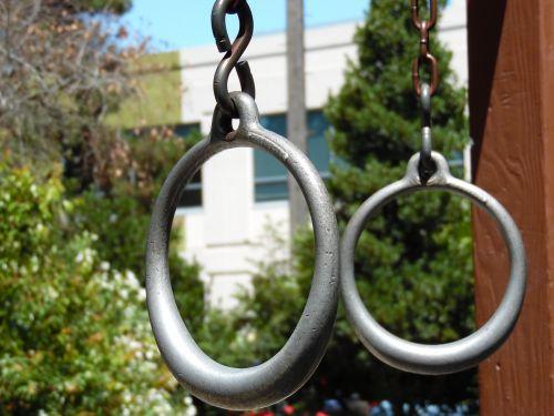 fitnesas, traukti & nbsp, & nbsp, žiedus, fitnesas & nbsp, žiedai, sportuoti & nbsp, žiedus, gimnastika & nbsp, žiedai, naudotis & nbsp, įranga, miestas & nbsp, parkas, fitnesas & nbsp, parkas, pratybų žiedai lauke