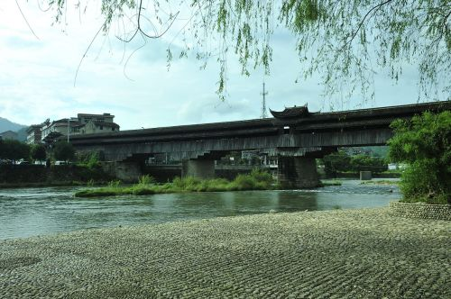 expect them to old bridge after thousands of years of baptism still so beautiful