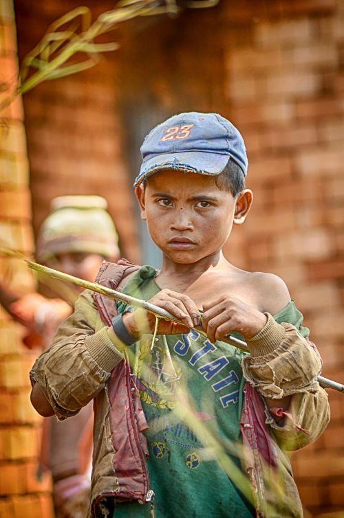 extreme poverty madagascar child