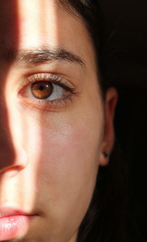 eye shadow light