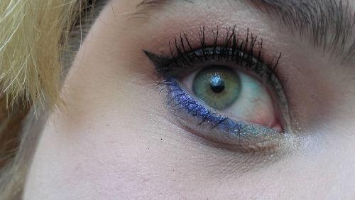 eye makeup lady