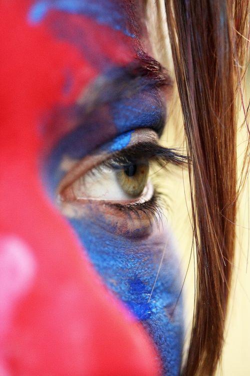 eye make-up red