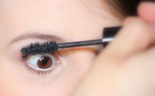 eye makup woman