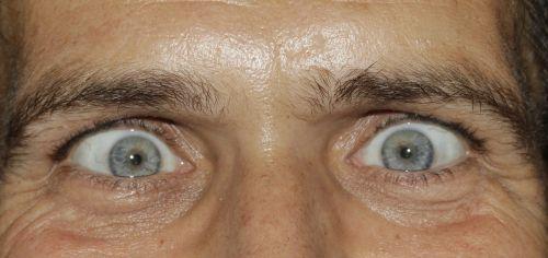 eyes see squint
