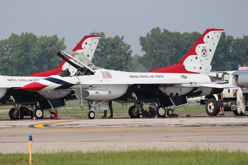 f-16  thunderbirds  jet fighter