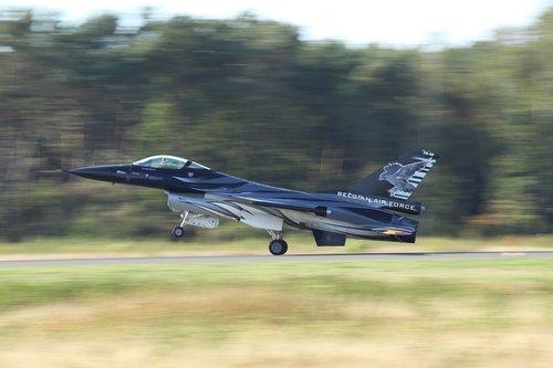 f16  fighter  vliegtuigshow