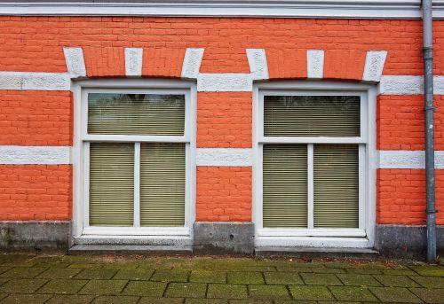 fasadas,namas,priekinis,plyta,langas,Townhouse,miesto,oranžinė plyta,rūsio langas,rūsyje butas