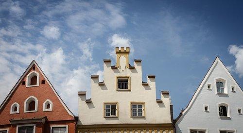 facade  gable  stairs