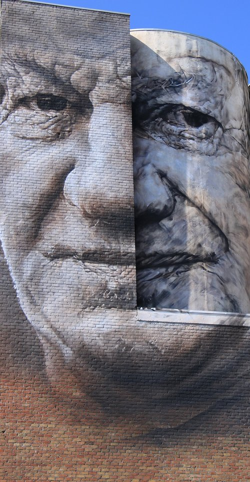 facade  face  graffiti
