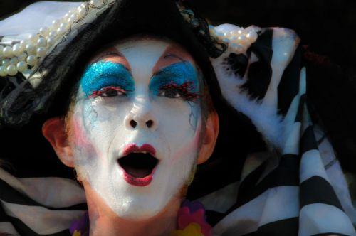 face clown parade