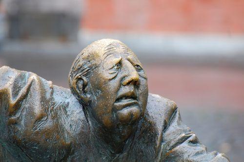 face sculpture aachen elise fountain