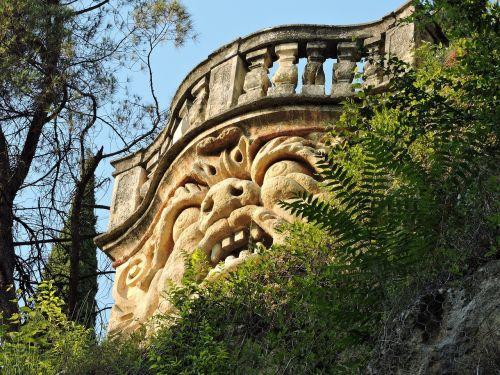face stone balcony
