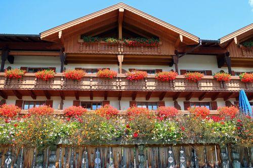 fachwerkhaus allgäu balcony plants
