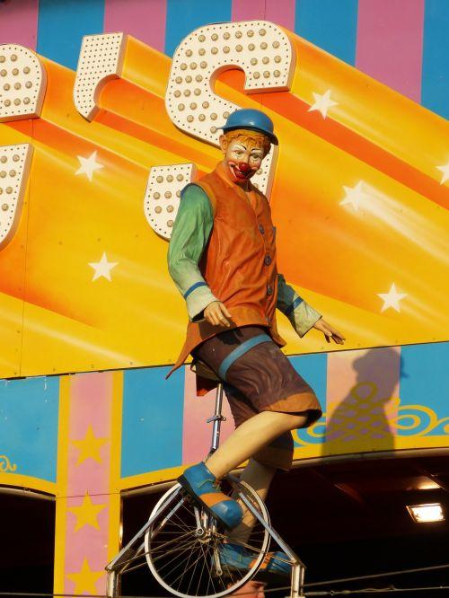 fair attraction circus