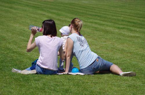 family lawn sit