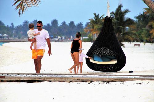 family maldives relax