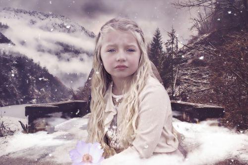 fantazija,mergaitė,vaikai,Moteris,gamta,portretas,žiema,vienatvė,liūdesys,vienatvė,sniegas,izoliacija,tiltas,kalnai