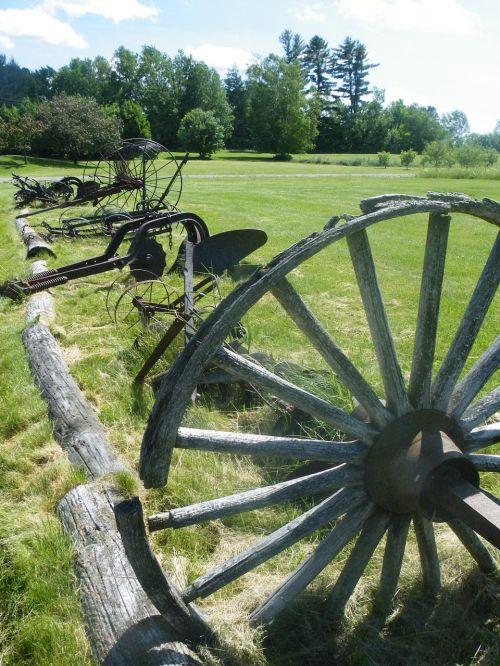 farm wagon wagon wheel