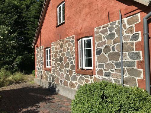 farm boulders façade