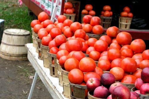 farmer market tomatoes