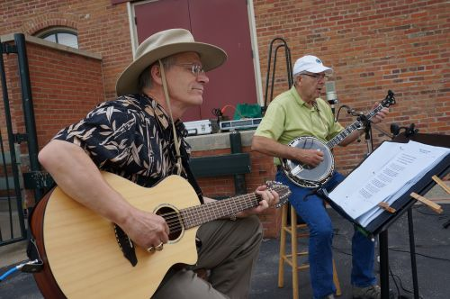 farmers market musicians guitar