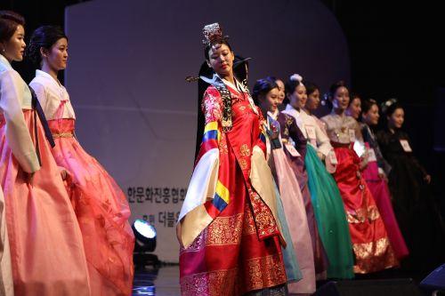 fashion clothing show