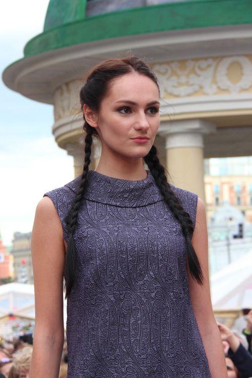 fashion show model shopping